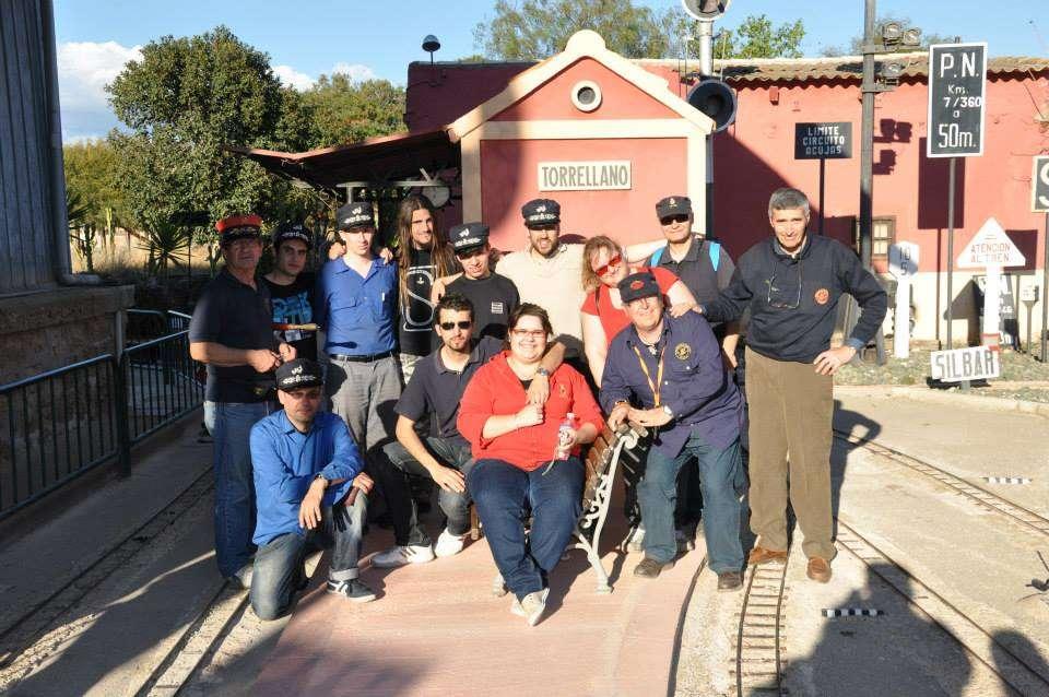 Foto de familia con la gente de la AAAF y el CFVRt.