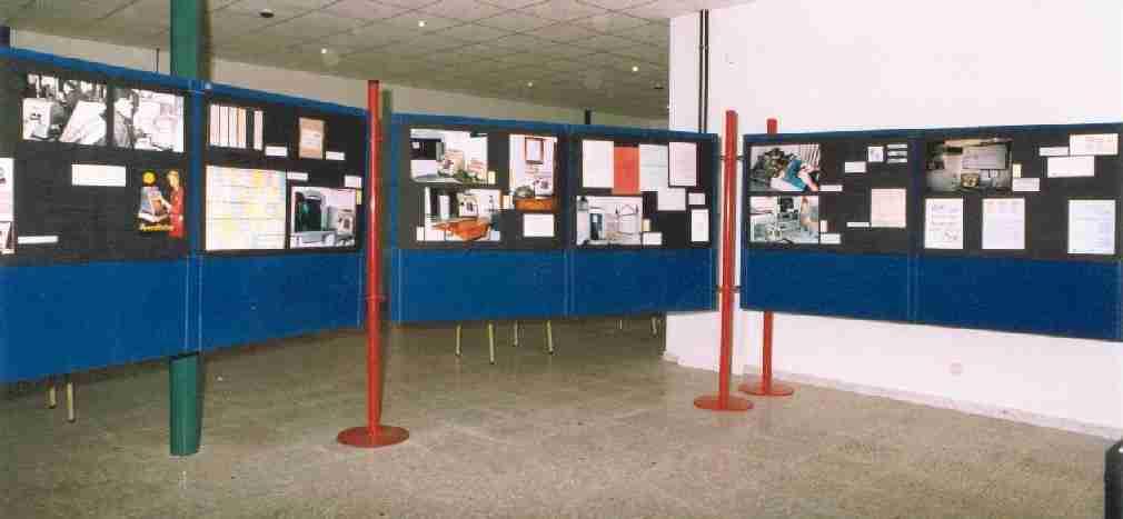 Paneles de la exposición de máquinas Hugin en el Museo del Ferrocarril
