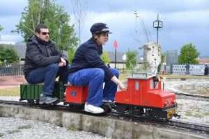 """Conduciendo la """"Lucas"""" por el FCG en Ourense."""
