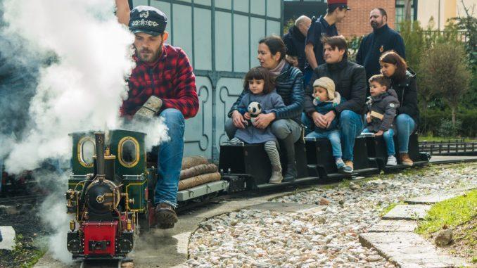 """La locomotora Alicia remolca una rama de """"Navarros"""" durante el 32º A Todo Vapor!!"""