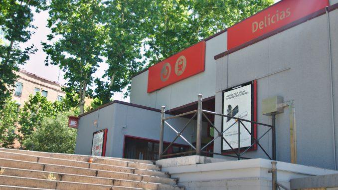 Entrada a la estación de Delicias con el tramo de escaleras que sería el final del nuevo acceso desde el Museo del Ferrocarril.