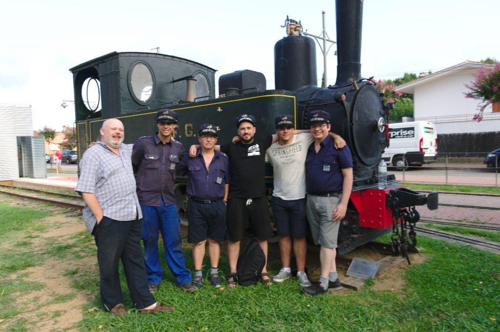El grupo del Círculo, junto a la locomotora del SFG