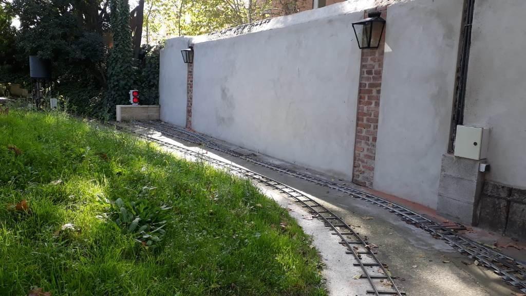 Zona de La Losilla, con muro enfoscado y marquesas decorativas
