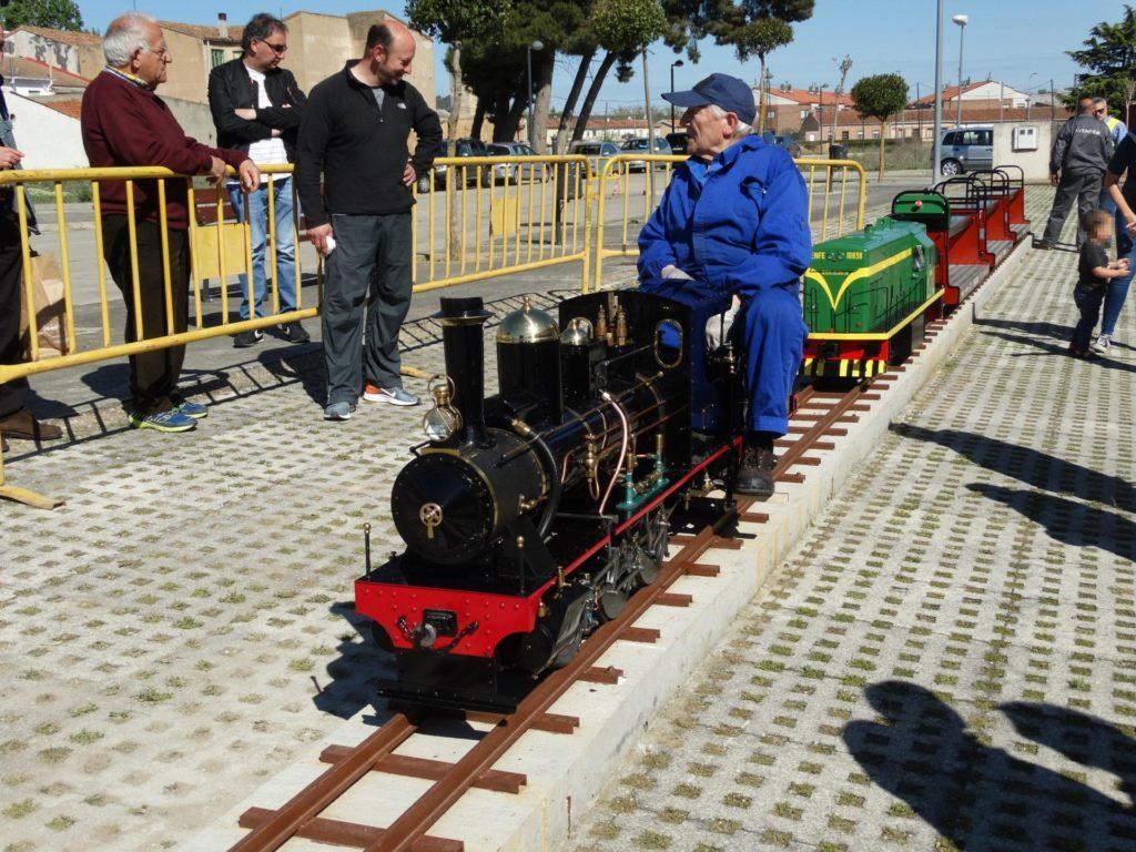 """La locomotora """"Santa Rosa"""" en el primer día de apertura del parque ferroviario de Venta de Baños"""