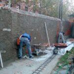 Muro de La Losilla a medio enfoscar