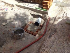 Base de la arqueta de saneamiento de vía y obras