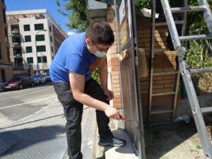 Pintando la puerta de Turmalina
