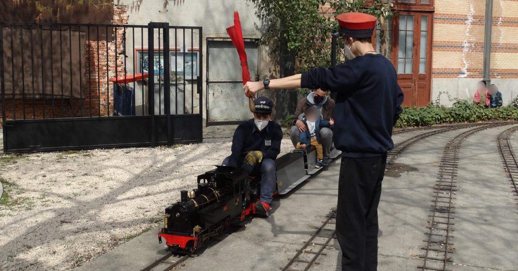 Una de nuestras locomotoras de vapor, la Luttermöller, saliendo de la estación Central.